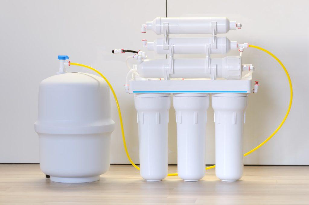 White reverse osmosis water filter
